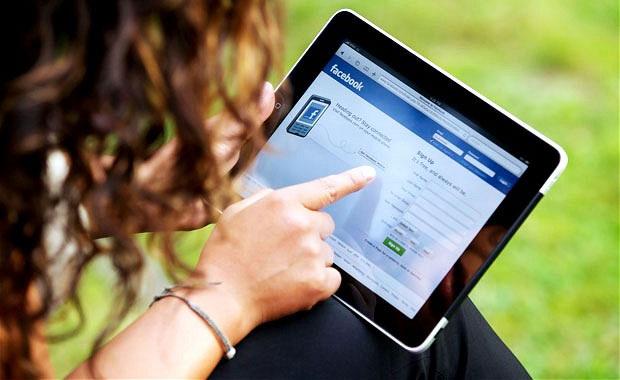 Sử dụng iPad coi chừng bị đau cơ mãn tính