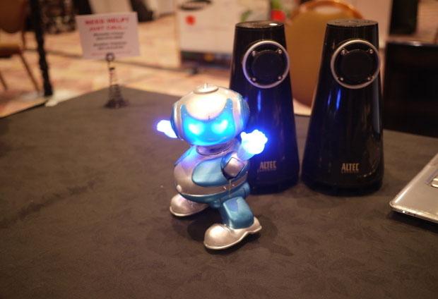 """Disco Robo được tạp chí Popular Science bình chọn là """"Sản phẩm tốt nhất"""" tại triển lãm."""