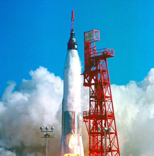 Mỹ kỷ niệm 50 năm lần đầu bay quanh Trái Đất