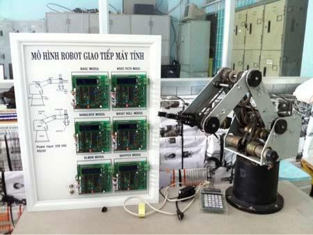 Robot giao tiếp máy tính dùng trong giảng dạy