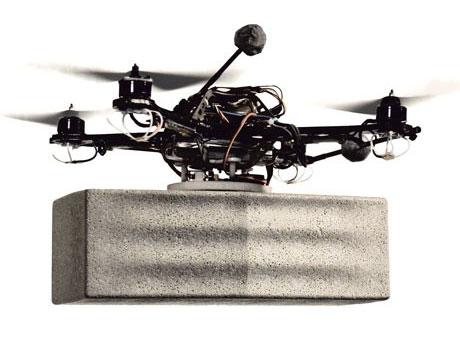 """Video: Robot bay siêu nhỏ xây dựng """"tháp khổng lồ"""""""
