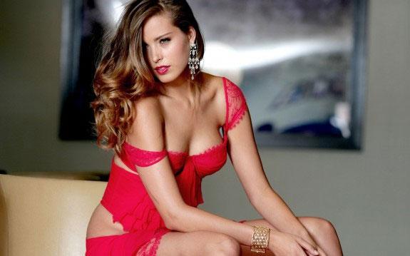 Tại sao đàn ông thích phụ nữ mặc trang phục màu đỏ