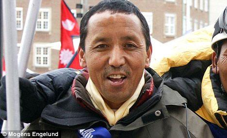 Apa bắt đầu leo lên đỉnh Everest từ năm 13 tuổi.