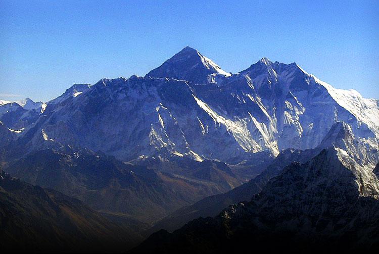 Không thể chinh phục Everest do... hết tuyết?