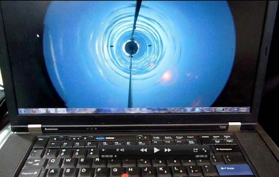 Màn hình laptop cho thấy cảnh hố khoan xuyên băng đến hồ Whillans