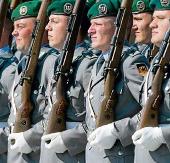 Hội chứng ngực to tấn công lính Đức