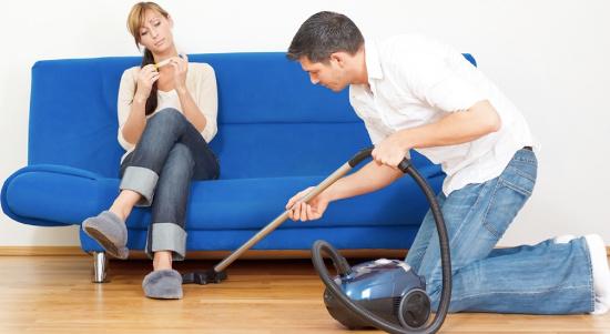 """Đàn ông làm việc nhà nhiều sẽ kém trong """"chuyện ấy""""."""