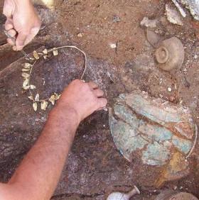 Tìm thấy vòng vàng niên đại 2.300 năm