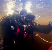 Lặn xuống đáy hồ lạnh nhất Trái Đất vào mùa Đông