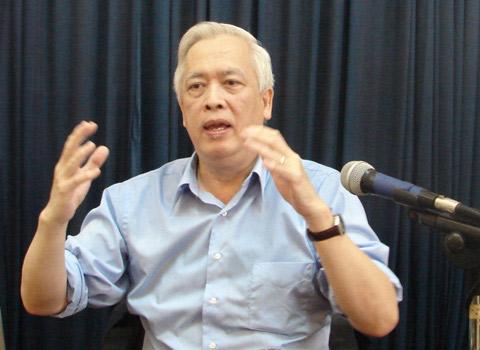 Giáo sư Trịnh Xuân Thuận