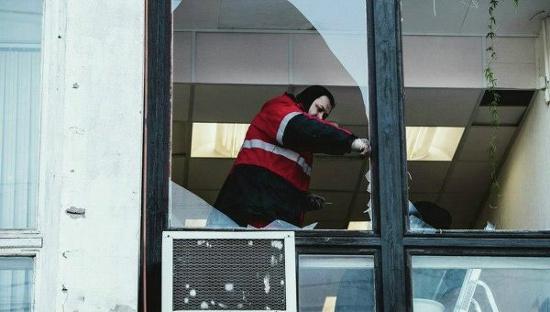 Mảnh vỡ thiên thạch phá vỡ một cửa sổ tại vùng  Chelyabinsk của Nga hôm 15/2.