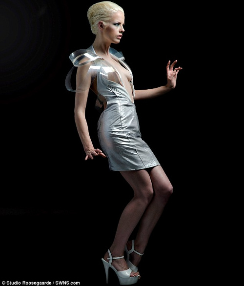"""Mẫu váy """"Intimacy 2.0"""" của nhà thiết kế Hà Lan Daan Roosegaarde."""