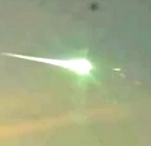 Video: Vật thể không xác định đâm xuyên thiên thạch trên bầu trời Ural