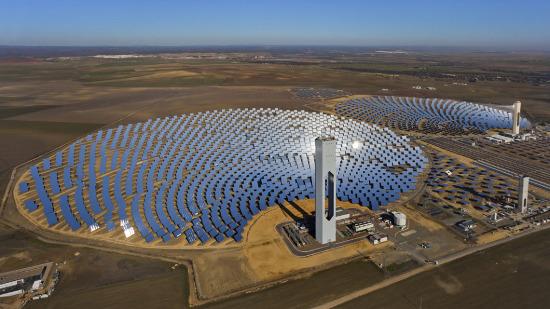 Một nhà máy sản xuất điện năng lượng mặt trời ở Pháp.