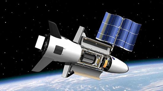 Hình đồ họa mô phỏng phi thuyền X-37B khi hoạt động trong không gian