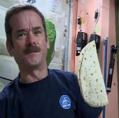 Xem phi hành gia chuẩn bị món ăn trên vũ trụ