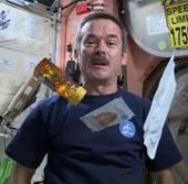 Video: Xem phi hành gia chuẩn bị món ăn trên vũ trụ