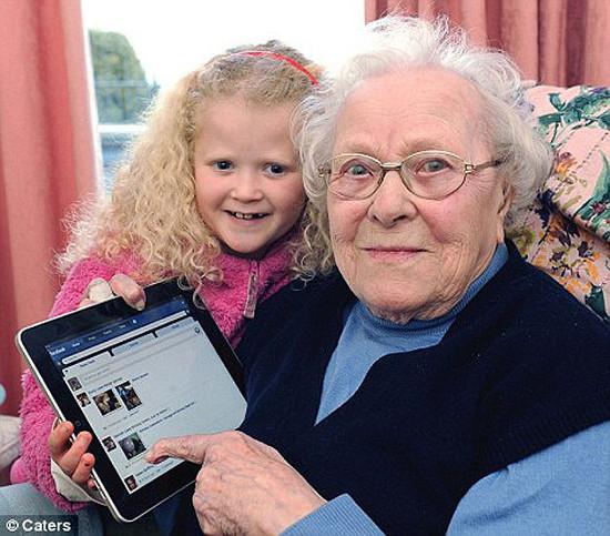 Người già dùng Facebook sẽ trở nên minh mẫn hơn.