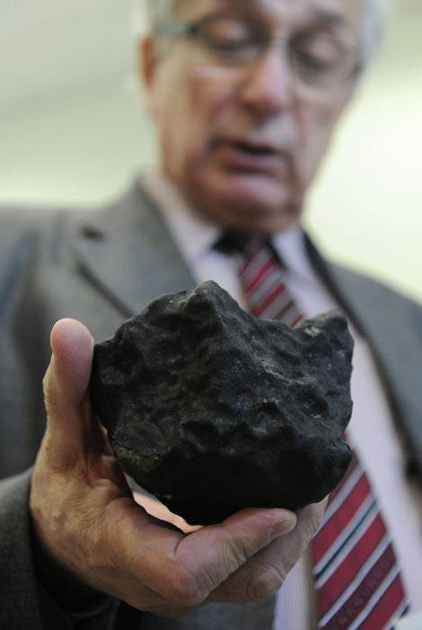 """Người dẫn đầu đoàn thám hiểm, Voktor Grokhovsky cho biết: """"Đây là một mảnh thiên thạch đá với chỉ 10% là sắt""""."""