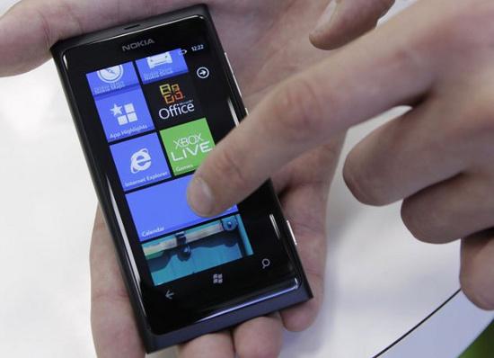 Microsoft phát minh công nghệ khử trùng màn hình cảm ứng bằng tia cực tím