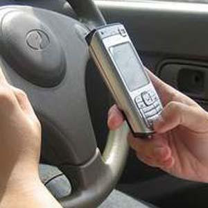 Soạn email bằng giọng nói trên xe hơi