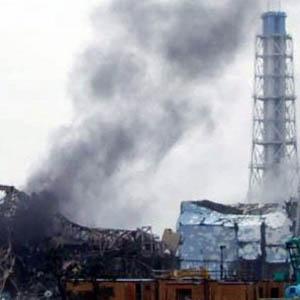 Khói, hơi nước bốc lên từ 2 lò phản ứng Nhật
