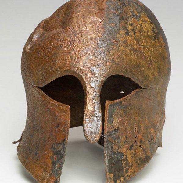 Phát hiện mũ sắt của chiến binh Hy Lạp cổ đại