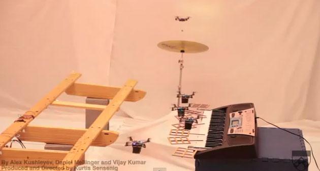 Video: Phi đội robot chơi nhạc phim Điệp viên 007