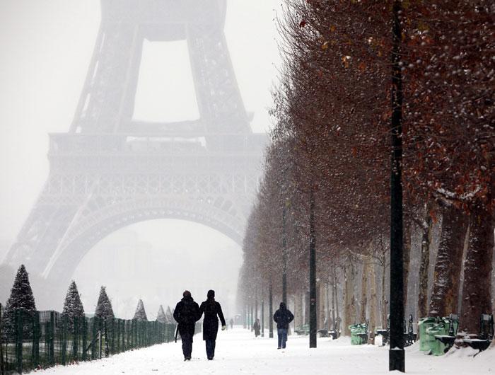 Tuyết rơi trở lại ảnh hưởng nặng nề cho Pháp