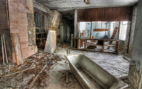 Khu vực tiếp tân của khách sạn Pripyat tại thành phố cùng tên. Khoảng 50.000 người dân ở thành phố này đã được di tản trong vòng hai ngày sau thảm họa.