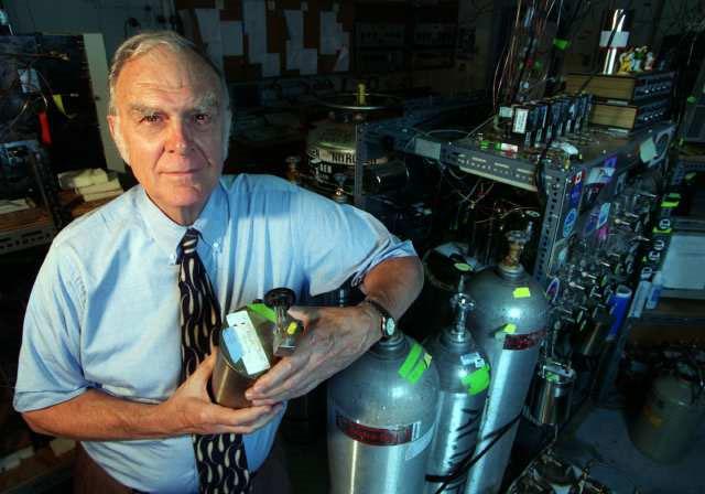 Nhà khoa học đạt giải Nobel vào năm 1995 qua đời