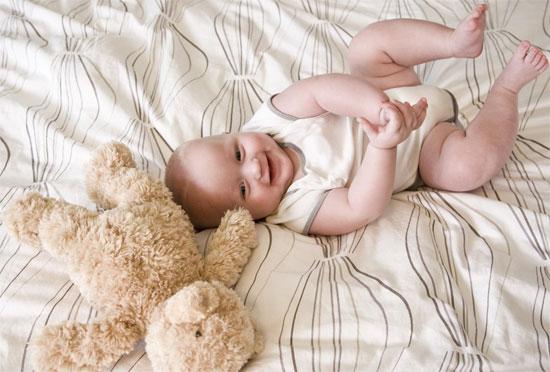 Vì sao trẻ khóc luôn là câu hỏi cần biết đối với những ông bố bà mẹ chăm con lúc sơ sinh