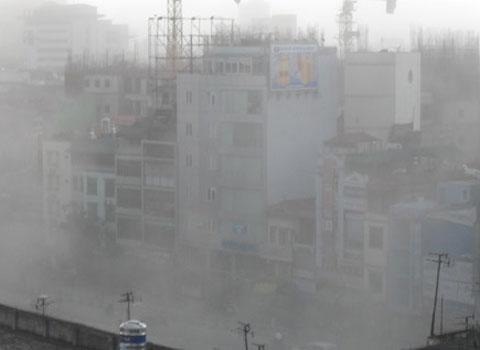 Hình ảnh Hà Nội chìm trong khói bụi.