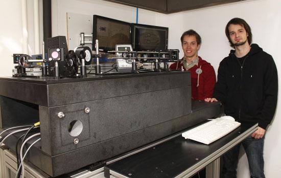 Máy in 3D nhanh nhất tạo bản sao nhỏ hơn hạt cát
