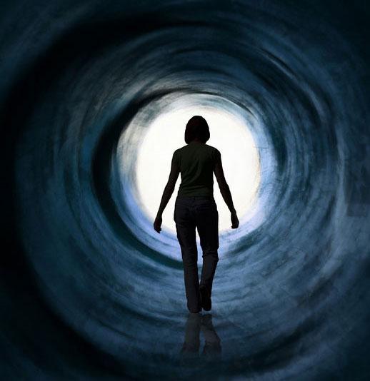 """Sự thật về """"ánh sáng nơi phía cuối đường hầm"""""""