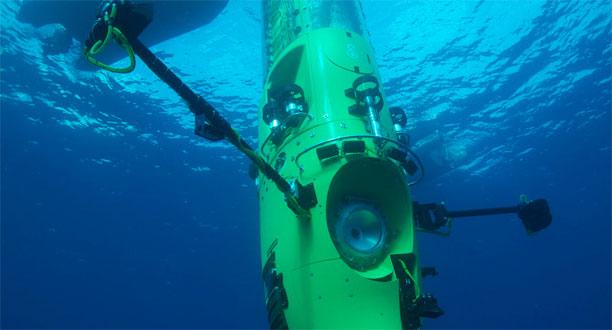 Deepsea Challenger, tên của chiếc tàu ngầm mà James Cameron sử dụng để thám hiểm rãnh Mariana, lặn thử trong vùng biển của Papua New Guinea hồi tháng 2.