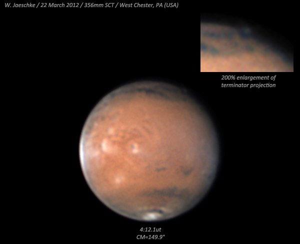Diện mạo Sao Hỏa vào ngày 22/3 theo giờ Mỹ và phần có đám mây được phóng to ở góc phía trên, bên phải.