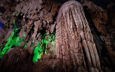 Phát hiện hang đẹp ở Quảng Bình