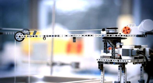 Chế tạo robot dùng trong phòng thí nghiệm bằng Lego