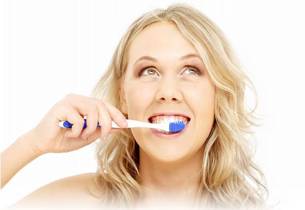 Đánh răng hai lần/ngày cho... tim khỏe