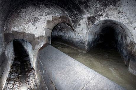 Sông Wein tại thủ đô Vienna của Áo không còn lộ diện trên mặt đất sau khi người ta dẫn nó vào hệ thống cống ngầm từ nhiều thập kỷ trước.