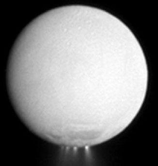 Tàu Cassini bay sát mặt trăng sao Thổ