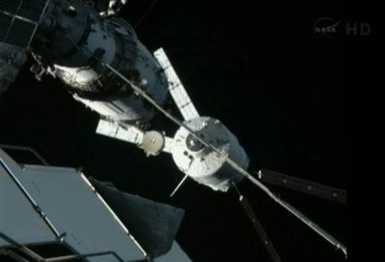 Tàu không gian châu Âu tự kết nối với ISS