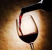 Rượu vang đỏ chống điếc