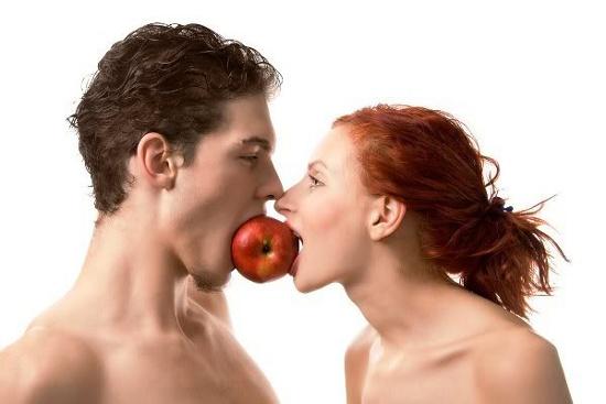 Đàn ông luôn muốn đối tác thấp hơn mình, ngược lại phụ nữ cũng thích người đàn ông cao hơn mình.