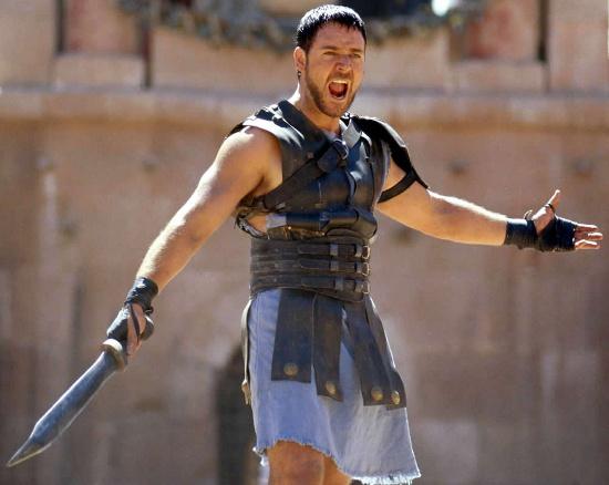 """Tài tử Russell Crowe chiến đấu trong phim """"Võ sĩ giác đấu""""."""