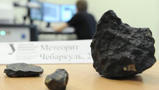 Những mảnh vỡ thiên thạch được các nhà khoa học Nga tìm thấy.