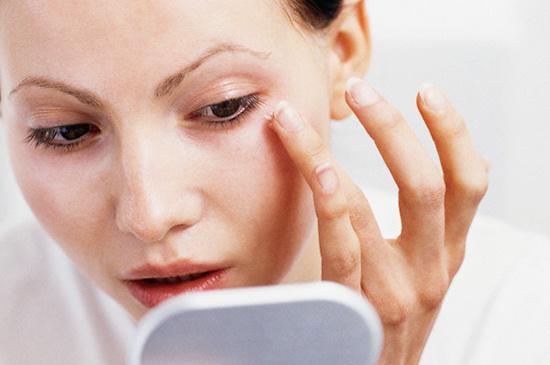Chất matrixyl trong kem chống lão hóa có khả năng làm tăng gấp đôi việc sản sinh collagen, duy trì vẻ tươi trẻ cho làn da.