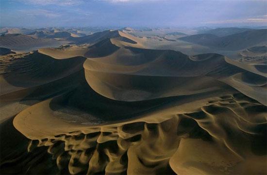 Những đụn cát kéo dài vô tận.