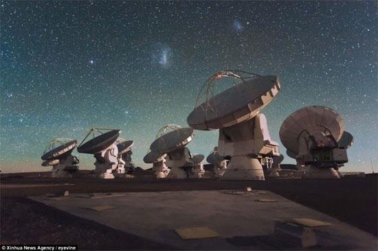 Dãy kính thiên văn Alma.
